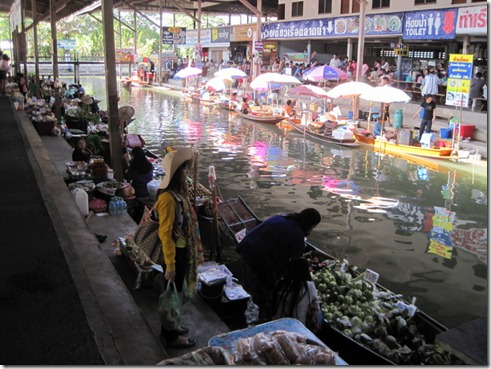 Damnoen Saduak Floating Market in Thailand (2/6)