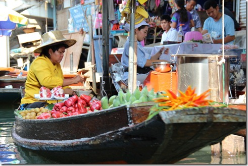 Damnoen Saduak Floating Market in Thailand (4/6)