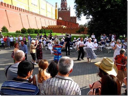 dancing-in-alexander-gardens
