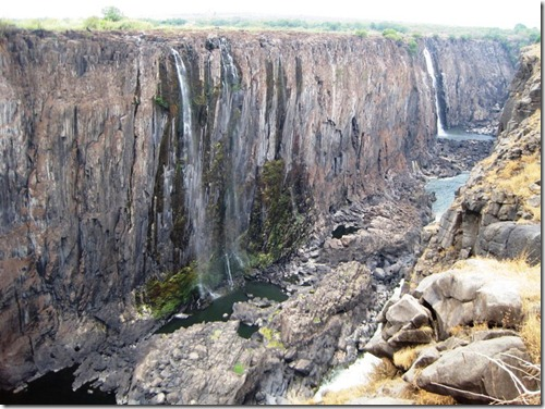 Lake kariba world adventurers heavy rainfall fills the zambezi between january and may and its difficult to see the falls through a wall of mist created by falling water publicscrutiny Images