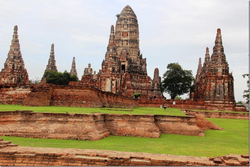 Wat Chaiwatthanaram in Ayutthaya, Thailand  World Adventurers