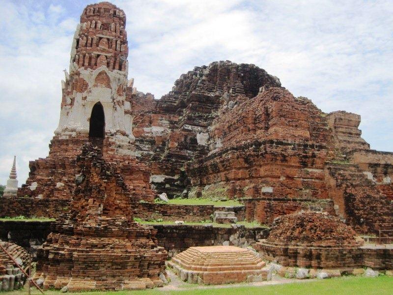 Wat Mahathat in Ayutthaya, Thailand  World Adventurers